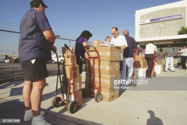 people lining up at federal express with packages - federal express stock pictures, royalty-free photos & images