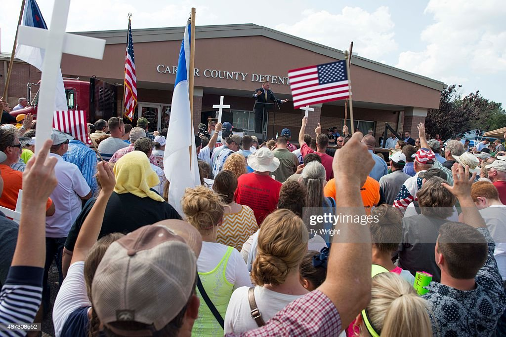 People liste to Republican presidential candidate Mike Huckabee speak during a rally in support of Rowan County Clerk of Courts Kim Davis in front of the Carter County Detention Center on September 8, 2015 in Grayson, Kentucky. Davis was ordered to jail last week for contempt of court after refusing a court order to issue marriage licenses to same-sex couples.