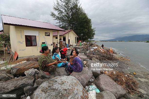 People live by the sea on December 18 2014 in Banda Aceh Indonesia Aceh was the worst hit location being the closest major city to the epicentre of...