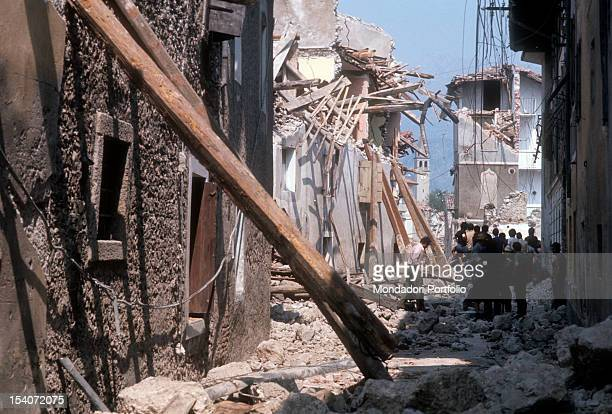 People look at the ruins of the earthquake FriuliVenezia Giulia May 1976