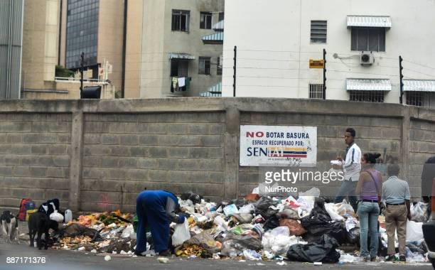 People look in the garbage in search of food in Caracas Venezuela on 30 November 2017 due to the serious economic crisis that crosses the oil country...