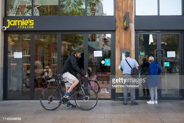People look into the window of a Jamies Italian restaurant on the Hayes on May 21 2019 in Cardiff United Kingdom More than 1000 jobs are at risk...