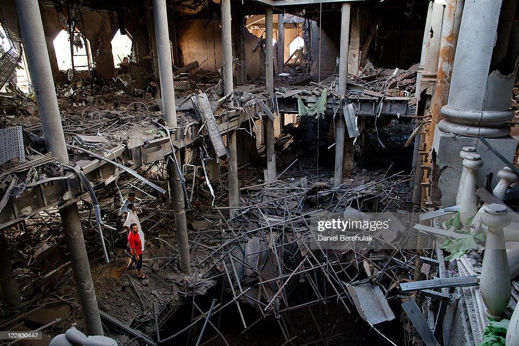 Libyan Rebels Sieze Control Of Tripoli From Gaddafi Forces : News Photo