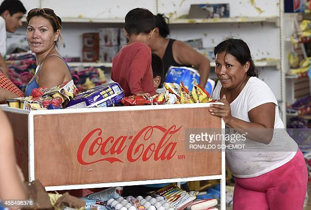 People loot a supermarket in San Jose del Cabo on September 15 2014 after hurricane Odile knocked down trees and power lines in Mexico's Baja...