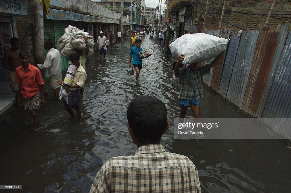 Bangladesh Flood Death Toll Rises : Nachrichtenfoto