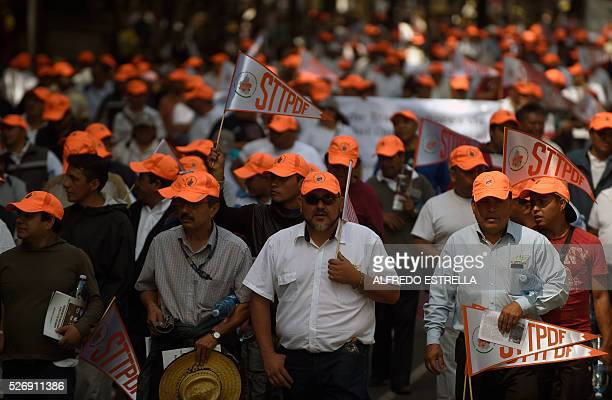 People march along Reforma Avenue in Mexico City to mark International Workers' Day on May 1 2016 / AFP / ALFREDO ESTRELLA