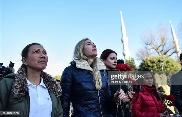 People mourn on January 14 2016 near the site of the January 12 deadly attack in the Istanbul's tourist hub of Sultanahmet / AFP / BULENT KILIC