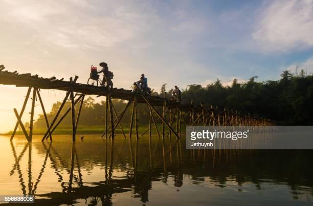 people moving at bamboo bridge at countryside quang ngai vietnam in the early morning - quảng ngãi bildbanksfoton och bilder