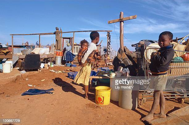 People moving from Soweto to Orange Farm in South Africa in May 1990