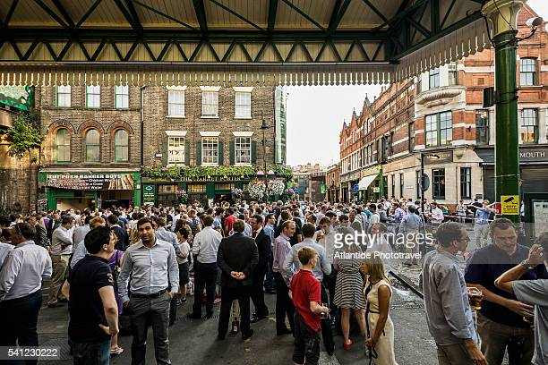 people near the market porter pub - borough market stock pictures, royalty-free photos & images