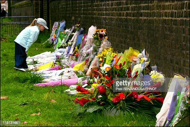 People of London and Windsor pay a last tribute to the Queen Mother in Windsor United Kingdom on March 31 2002 Mourners put down flowers nearby...