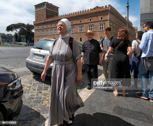 people of religion walking at venice square on a sunny day in rome. - emreturanphoto stock pictures, royalty-free photos & images