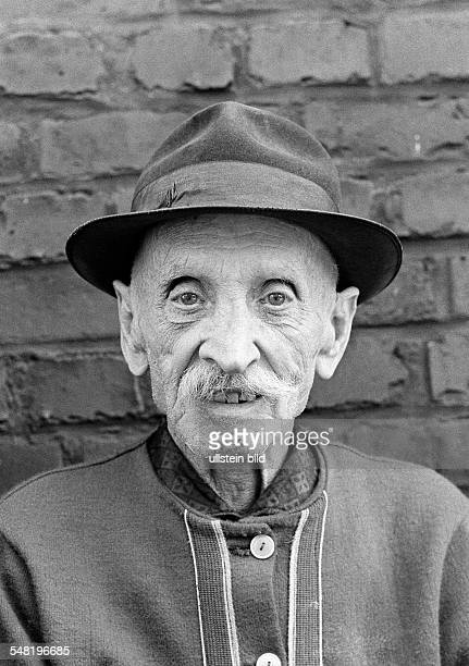 people older man portrait waistcoat hat aged 80 to 90 years