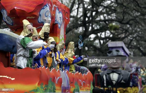 People on a float throw beads during the Pontchartrain Mardi Gras parade February 18 2006 in the Garden District of New Orleans Louisiana New Orleans...