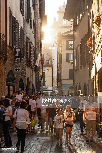 people on a shopping street in bergamo, italy - bergamo fotografías e imágenes de stock