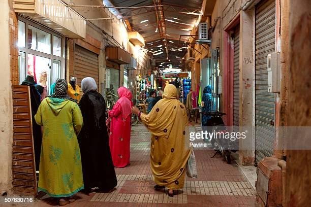 Personnes sur un marché à Marrakech, au Maroc, Afrique du Nord