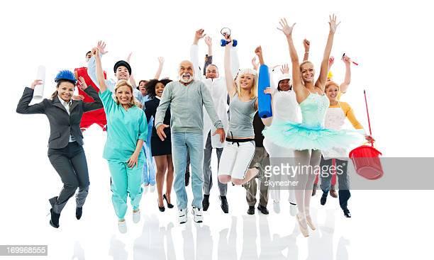 Menschen auf verschiedenen Berufe springen zusammen.