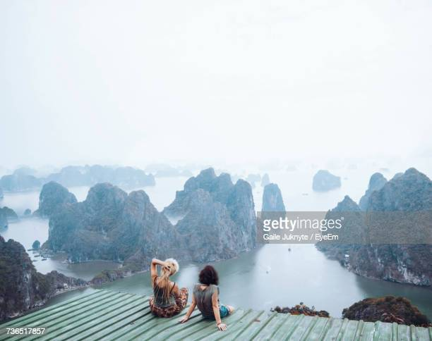 people on at scenic lookout against sky - vietnam imagens e fotografias de stock