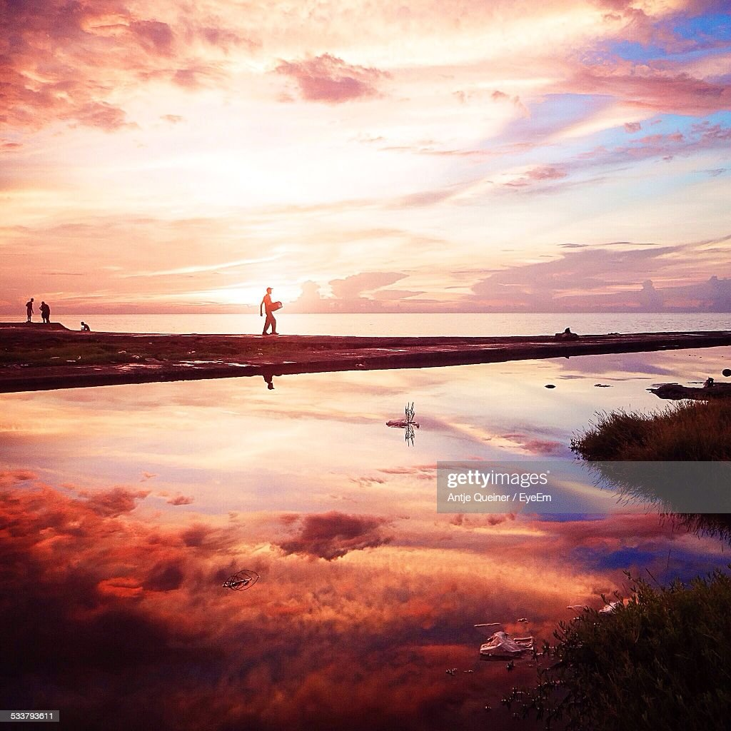 People On Beach At Sunset : Foto stock
