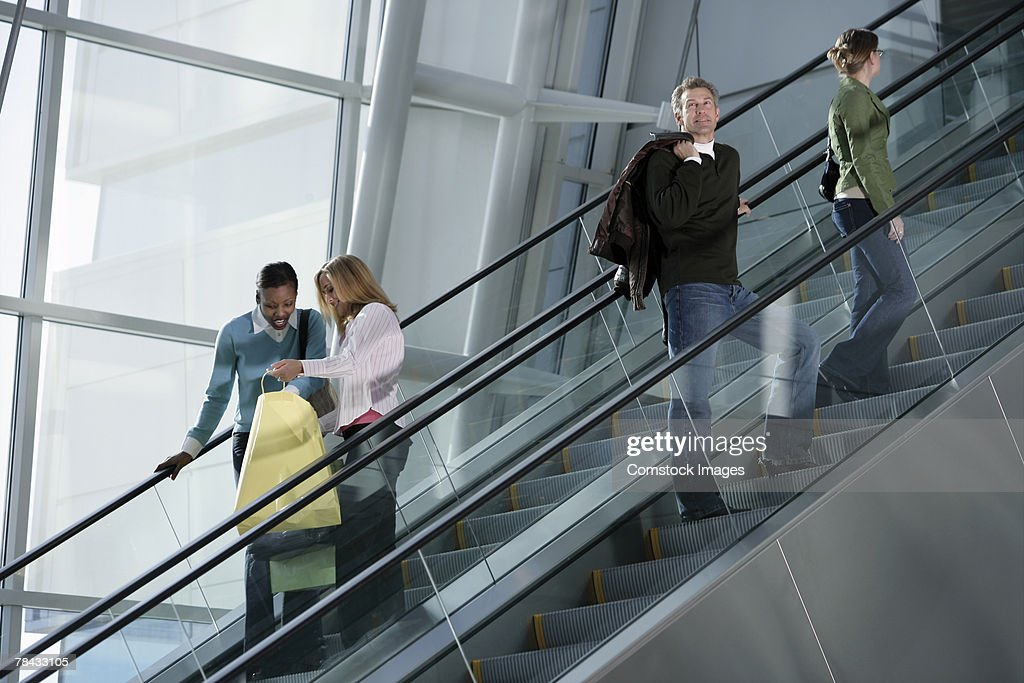 People on escalator : Stockfoto