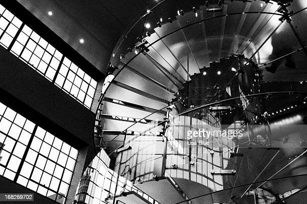 people on glass staircase, nyc. black and white. - premium access stock pictures, royalty-free photos & images