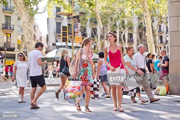 Menschen auf der Flaniermeile Las Ramblas, Barcelonas