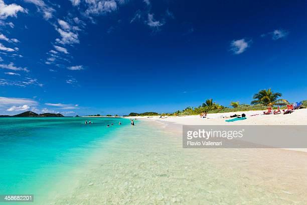 people on sandy island, granada - paisajes de isla de  granada fotografías e imágenes de stock