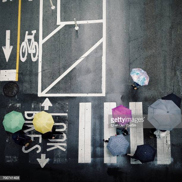 people on street - pedestrian crossing stock photos and pictures