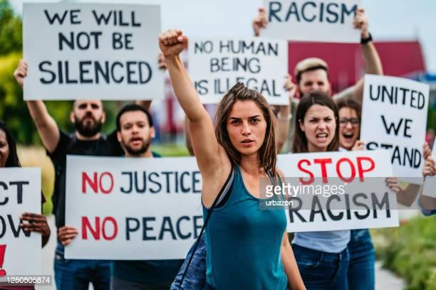 人種差別に反対するストライキ中の人々 - 社会運動 ストックフォトと画像