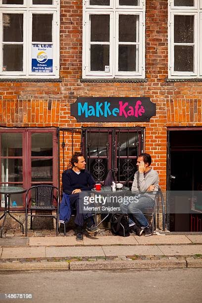 people on terrace of makkekafe on nybrogade. - merten snijders stock-fotos und bilder