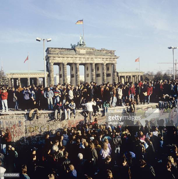 People on the Berlin Wall at the Brandenburg Gate