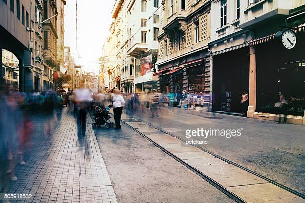Menschen auf der Istiklal-Straße