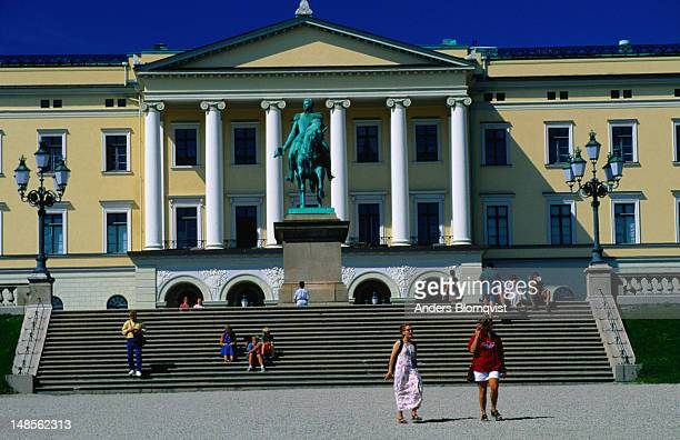 people on the steps of the royal palace - royal palace oslo stock pictures, royalty-free photos & images