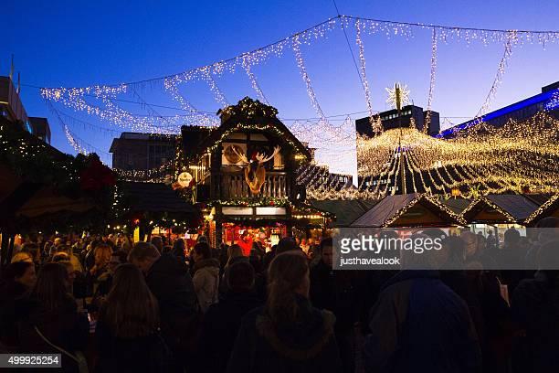 人のクリスマスマーケットエッセン - エッセン ストックフォトと画像