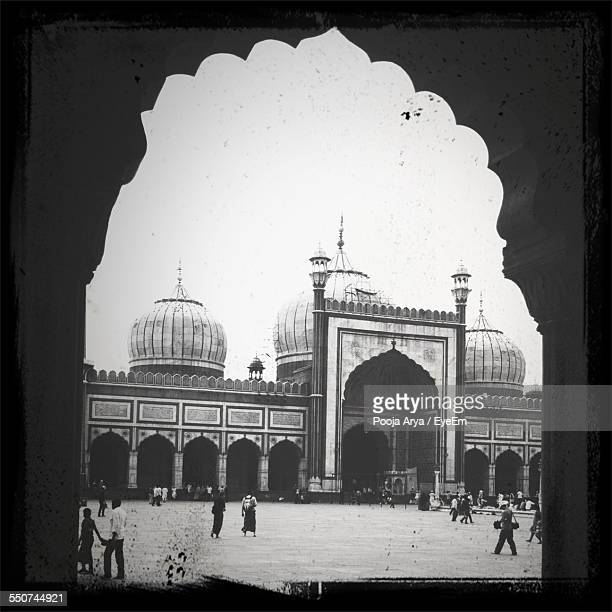 people outside jama masjid against clear sky - agra jama masjid mosque stock pictures, royalty-free photos & images