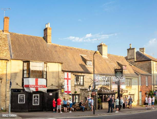 people outside the talbot hotel pub in the english cotswolds - bampton stock pictures, royalty-free photos & images