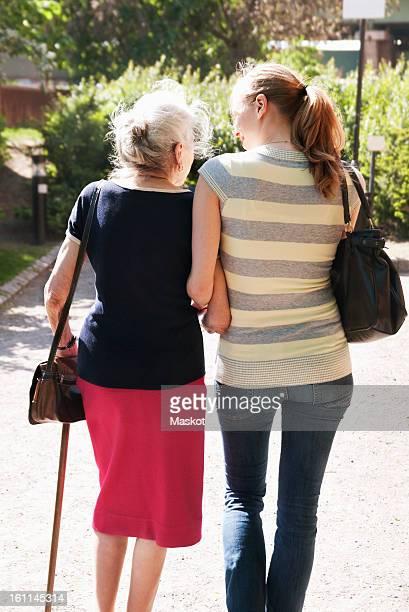 people outside walking in the sunlight - vieilles fesses photos et images de collection