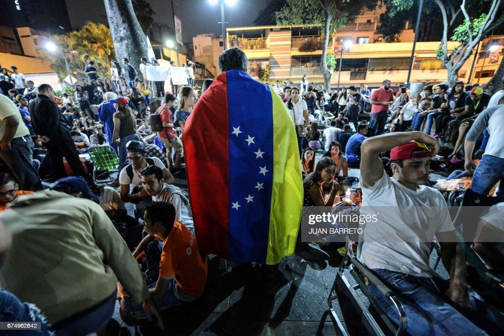 TOPSHOT-VENEZUELA-CRISIS-PROTEST-VICTIM-MARCH : News Photo