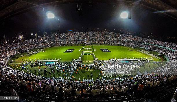 People participate in a tribute to the footballers of Brazilian team Chapecoense Real killed in a plane crash in the Colombian mountains on November...