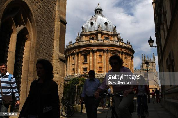 People pass the Radcliffe Camera an 18th century Oxford University building housing reading rooms of the Bodleian Library on August 1 2007 in Oxford...