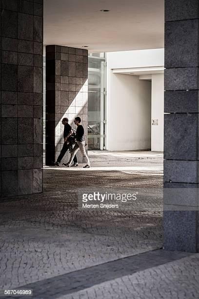 people passing below machico forum - merten snijders - fotografias e filmes do acervo