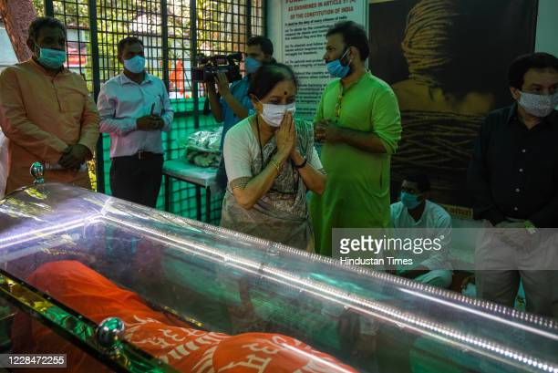 People pay their last respects to the mortal remains of Social Activist Swami Agnivesh at Jantar Mantar on September 12 2020 in New Delhi India Swami...