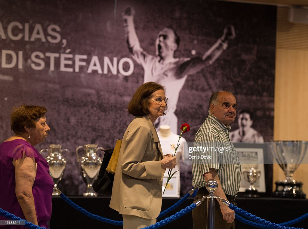 Real Madrid Honours The Late Alfredo Di Stefano