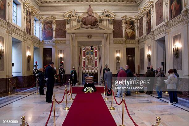People pay their respects to Italian poetess Alda Merini at the Palazzo Marino on November 3 2009 in Milan Italy Poetess Alda Merini was considered...
