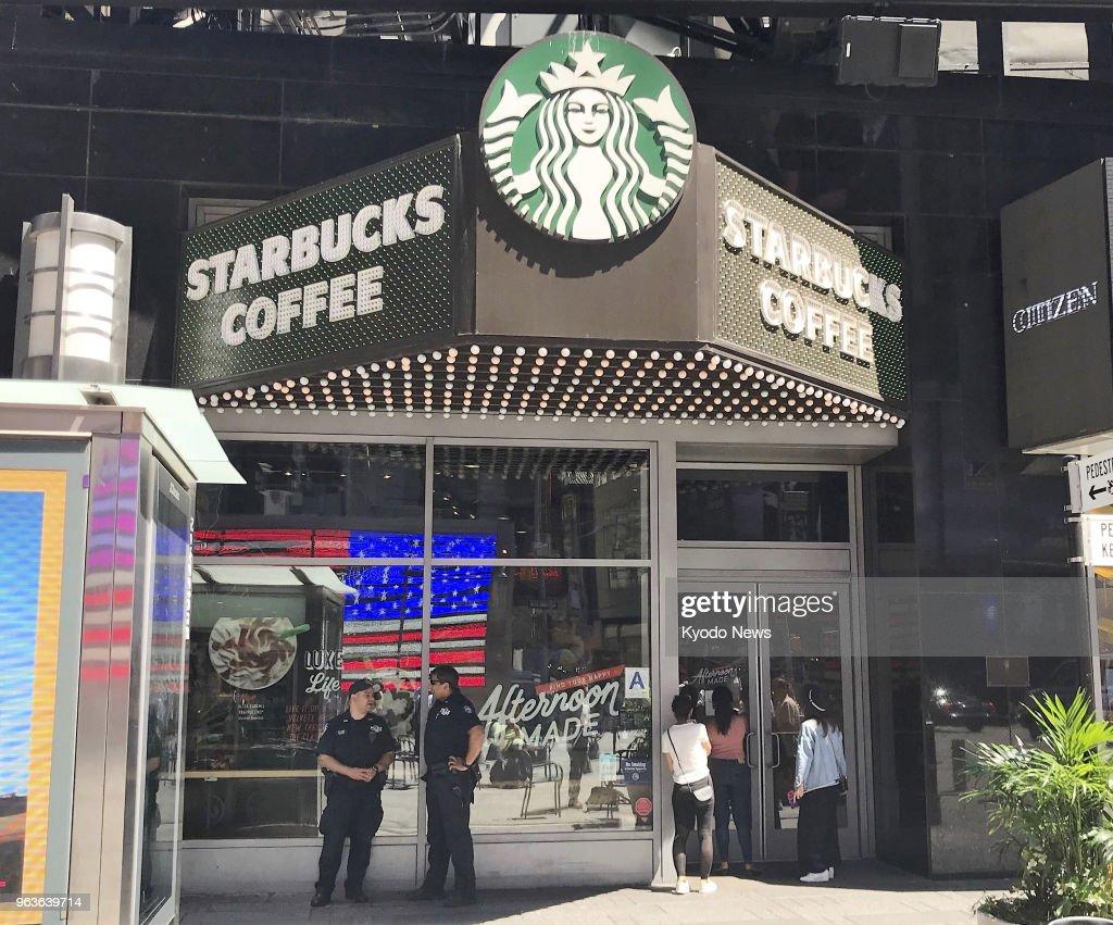 Starbucks closes 8,000 shops in U.S. : News Photo