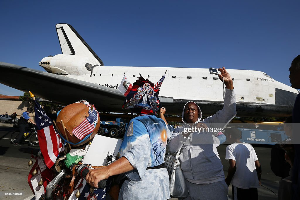 Space Shuttle Endeavour Makes 2-Day Trip Through LA Streets To Its Final Destination : News Photo