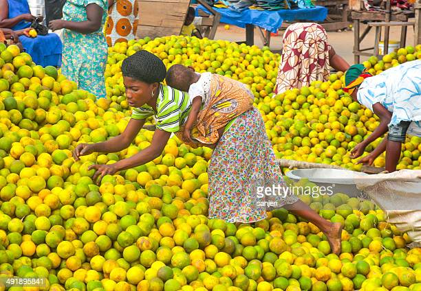 people picking oranges at the market in ghana, africa - ghana stock pictures, royalty-free photos & images