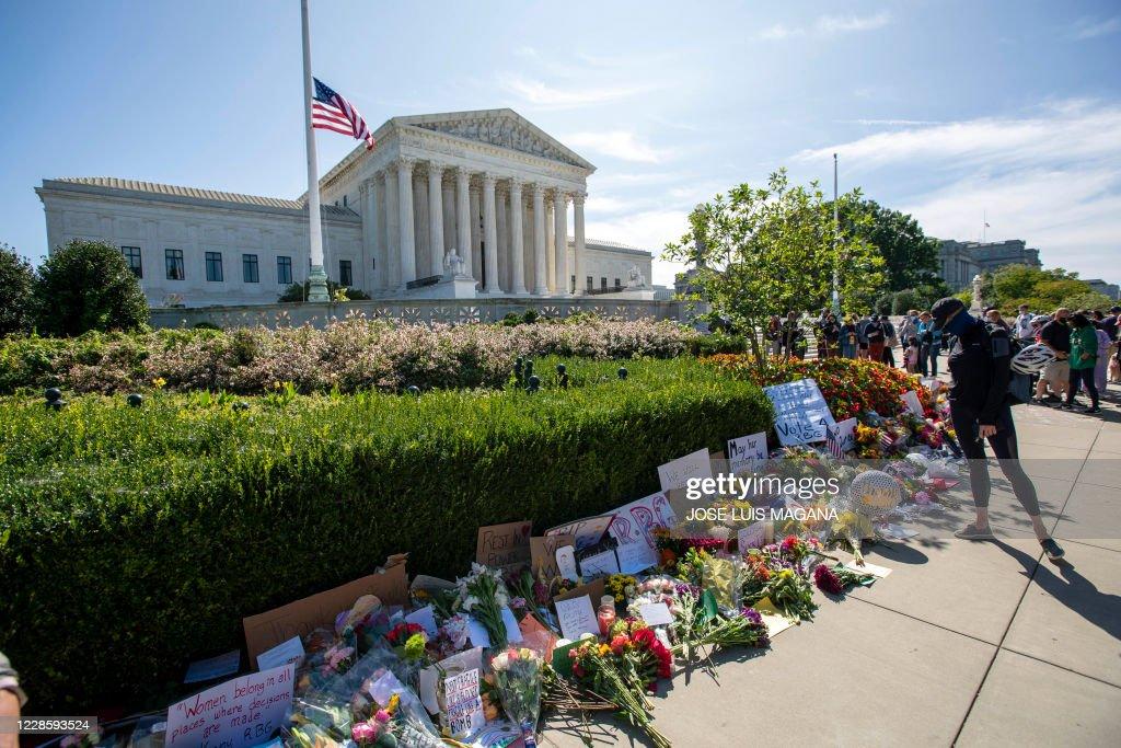 US-POLITICS-justice-COURT-GINSBURG : News Photo