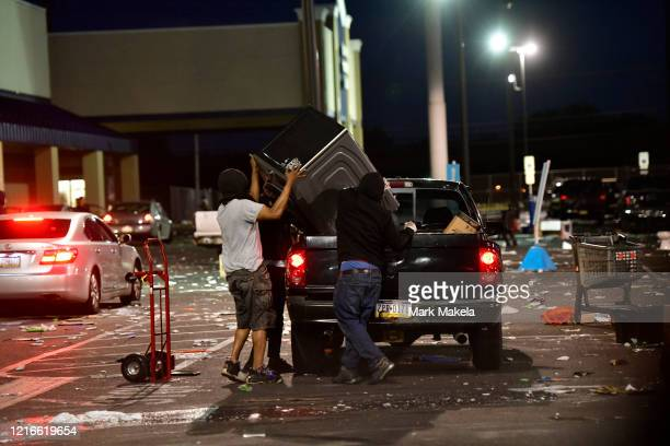 People place merchandise from a hardware store into a truck during widespread unrest following the death of George Floyd on May 31 2020 in...