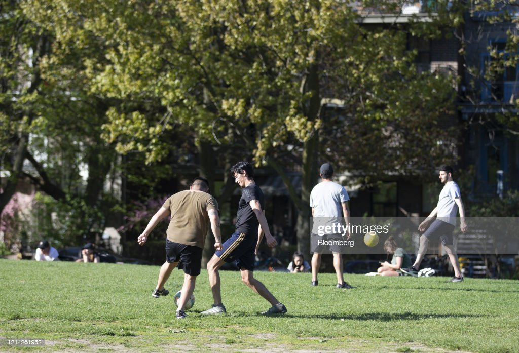 Parks Reopen As Quebec Remains Canada's Biggest Covid-19 Hot Spot : Photo d'actualité